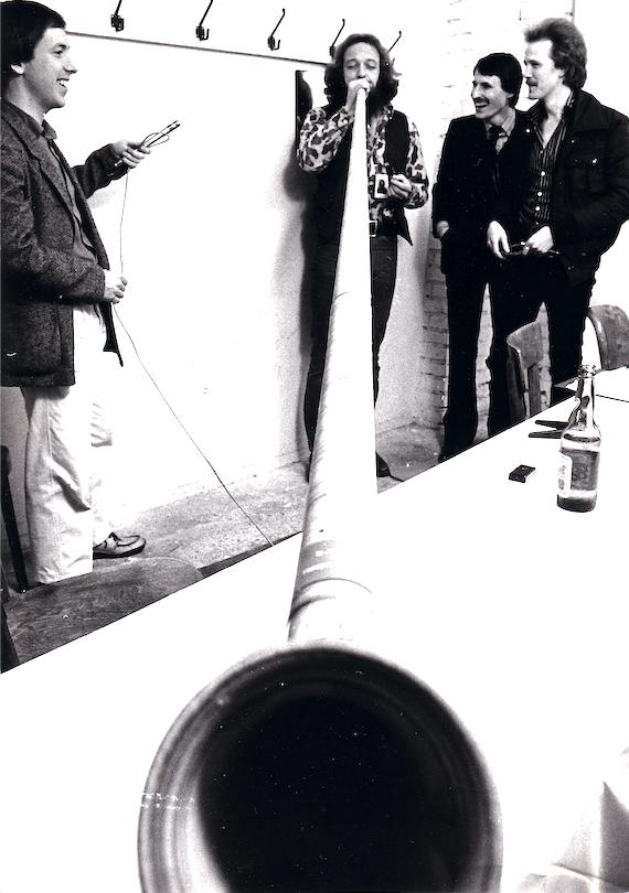 Ian Anderson, cantante dei Jethro Tull, Peter Frei, direttore Marketing Phonogram, e Christoph Hürsch della Televisione della Svizzera Tedesca